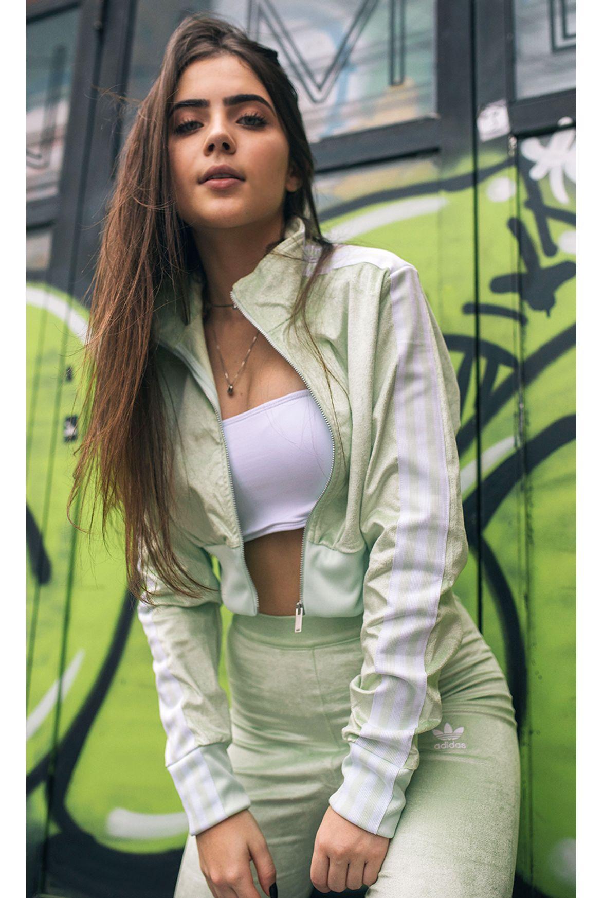 1554c73037 FSHN jaqueta adidas track t crop verde - Fashion Closet