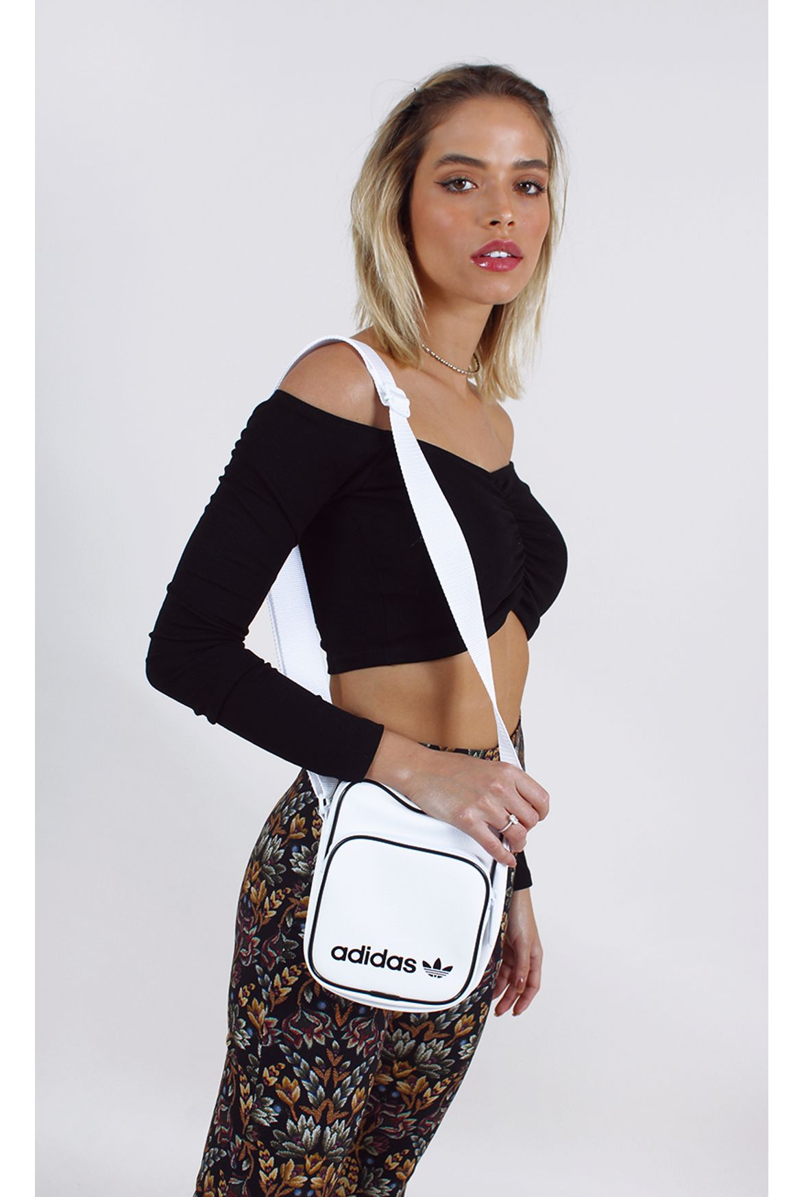 ae0762ae1 mini bolsa adidas vintage branco - Fashion Closet