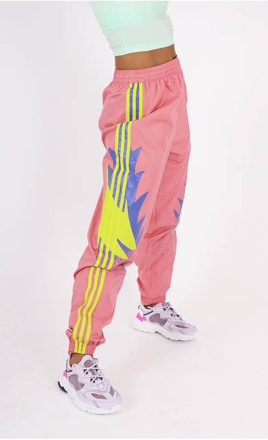calca-adidas-tp-originals-estampa-lateral-rosa