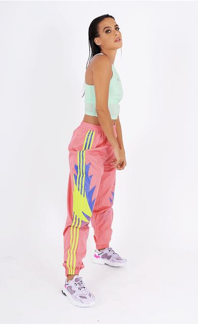 calca-adidas-tp-originals-estampa-lateral-rosa