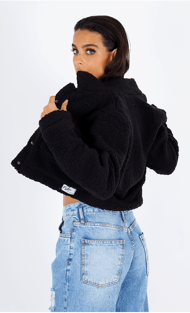 casaco-sweet-teddy-cropped-preto